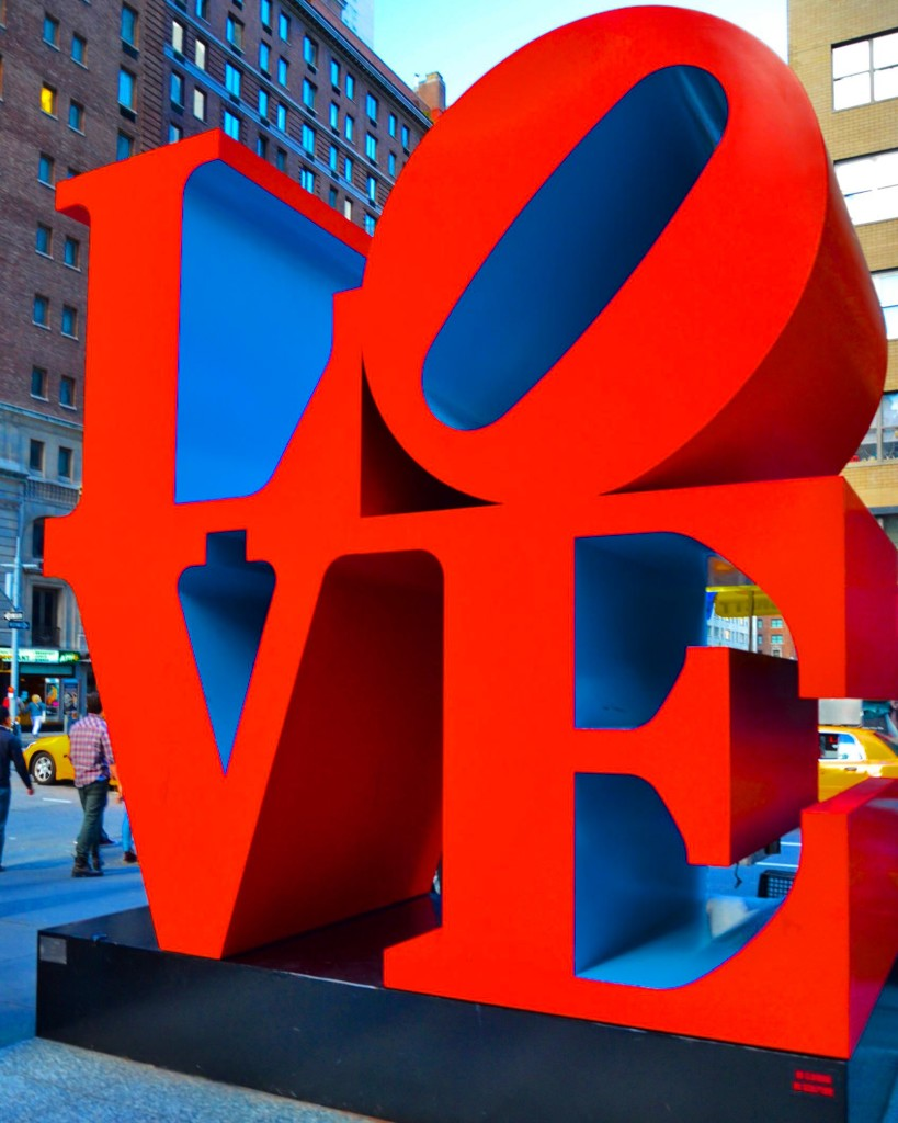 буквы LOVE в Нью-Йорке