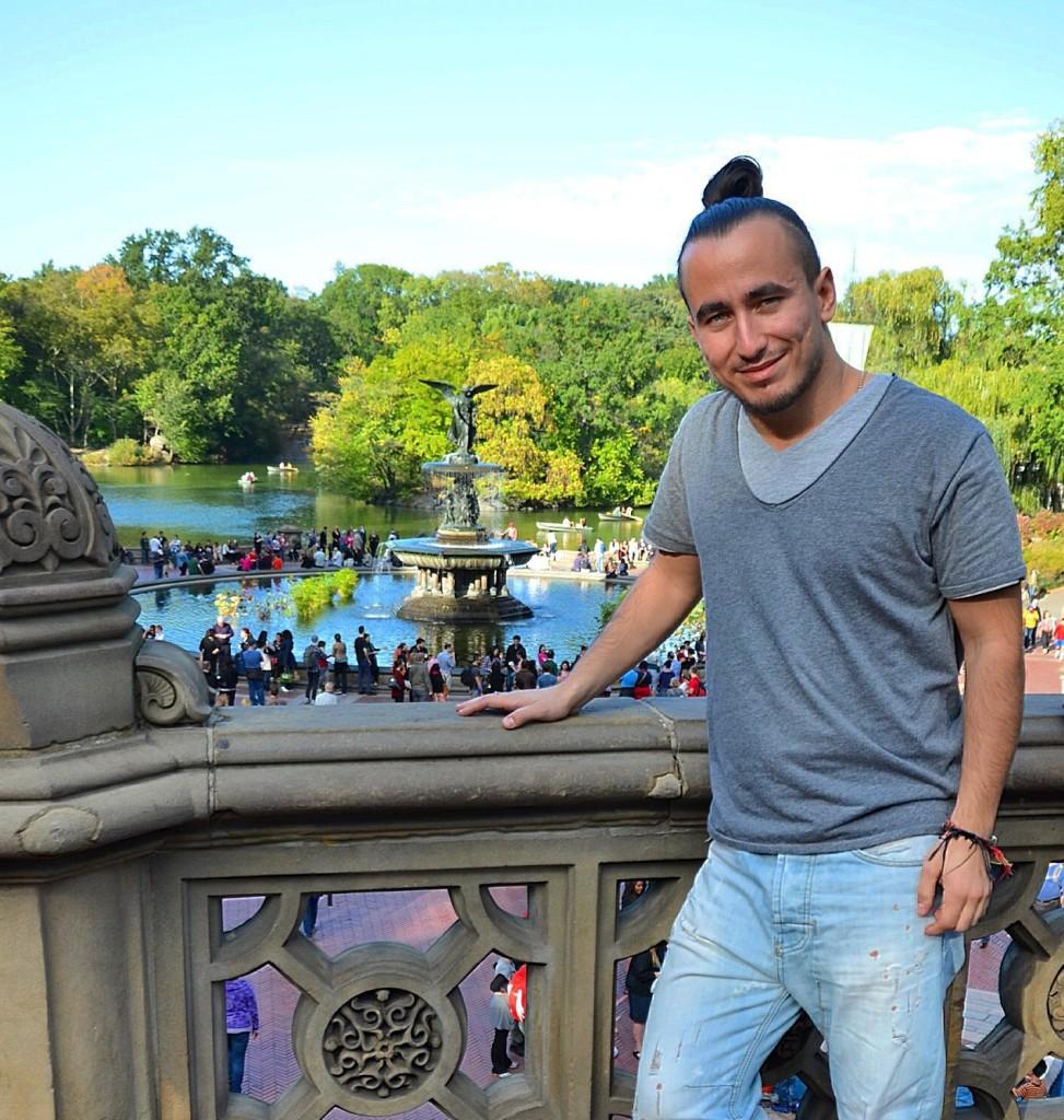 Место, где снимали заставку к сериалу друзья в центральном парке в Нью-Йорке