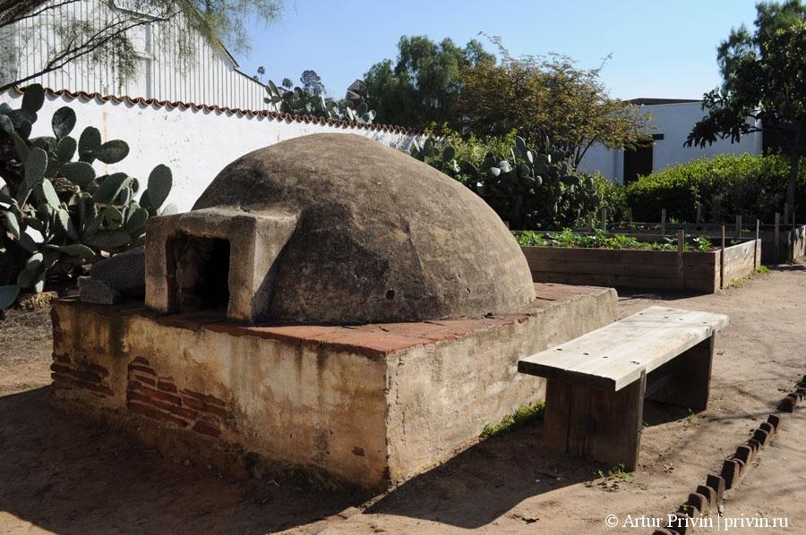 Casa_de_Estudillo_печь