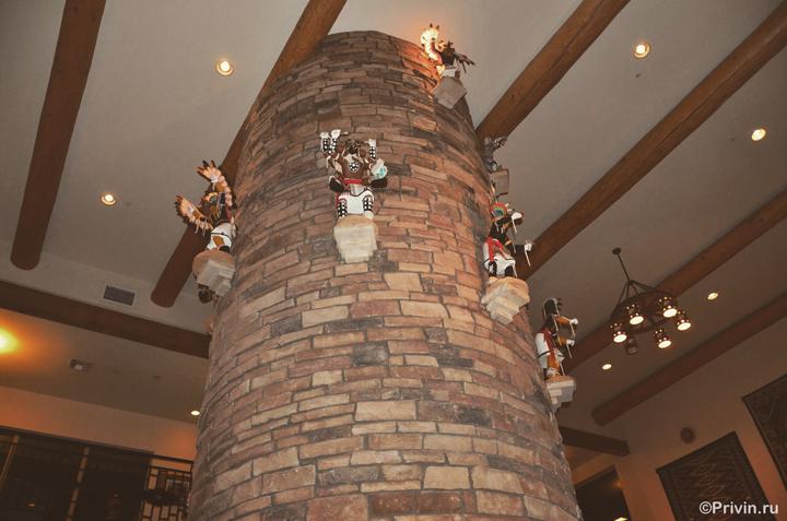 Атрибуты индейцев навахо в отеле The View