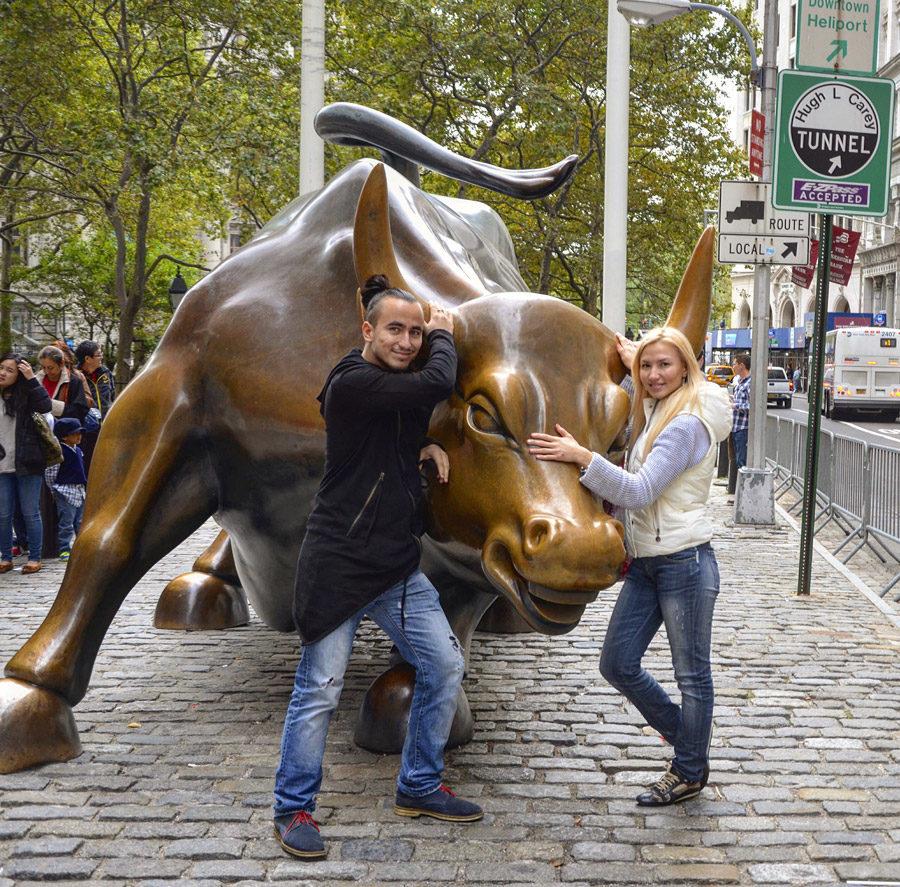 Атакующий бык в Нью-Йорке