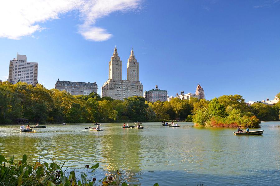"""Озеро, где снимали ролик к сериалу """"Охотники за привидениями"""" в центральном парке в Нью-Йорке"""