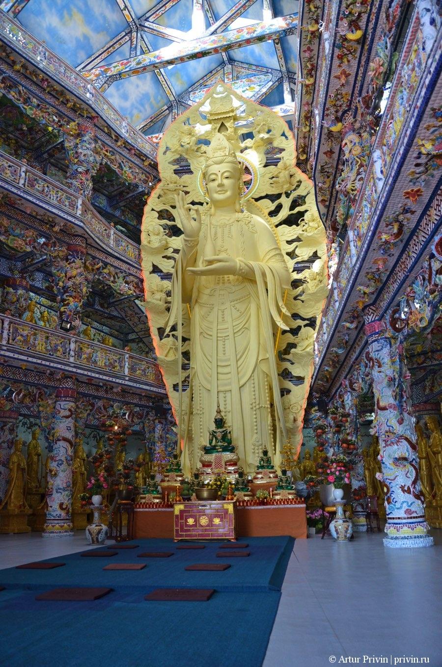 Статтуя белого Будды