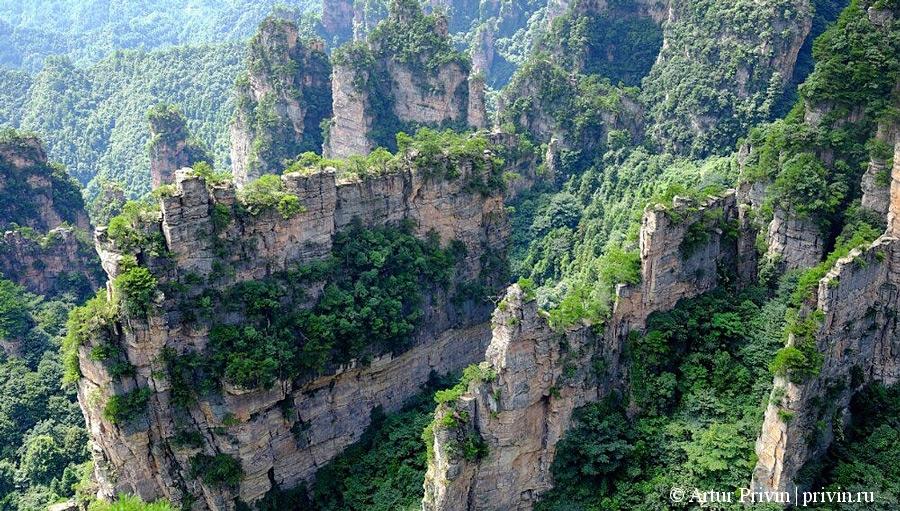 Вид-на-Великую-природную-стену-с-Особняка-Тианбо