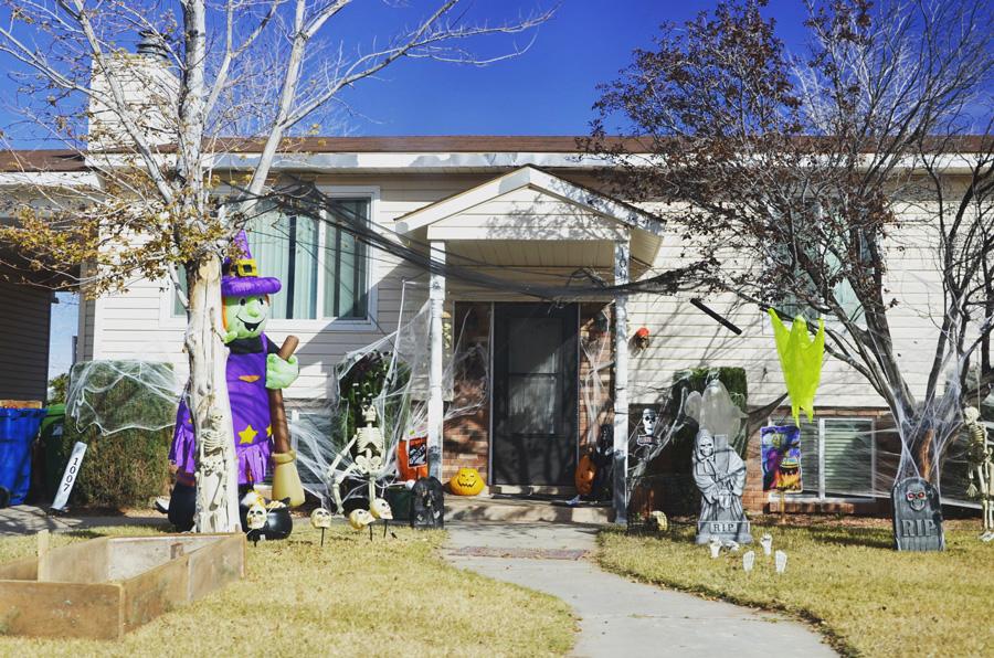 Украшенный к Хэллоуину дом в Пейдже